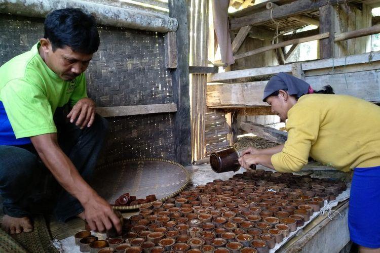 Perajin gula aren di Kabupaten Tasikmalaya.
