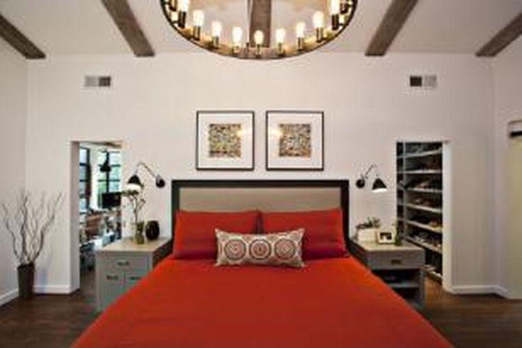 Aksen warna mencolok akan menggugah nuansa khas interior ruangan.