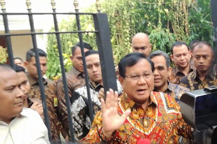 Ketua Umum Gerindra Prabowo Subianto kembali ke kediamannya di kawasan Kertanegara, Jakarta, Kamis (9/8/2018).