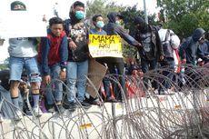 Massa Lempar Batu dan Rusak Kawat Duri, Polisi: Itu Provokator