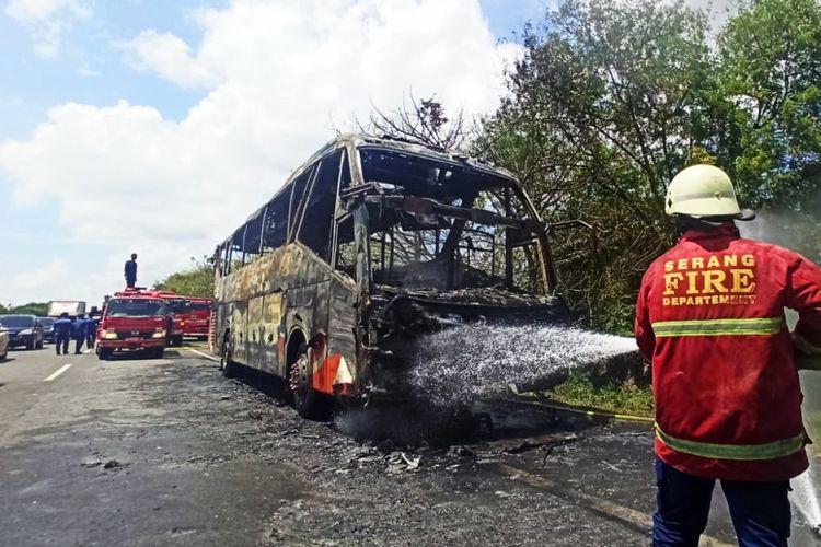 Bus peziarah asal Purwakarta terbakar di tol Tangerang Merak