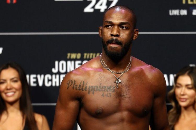 Petarung kelas berat ringan UFC, Jon Jones, pada sesi timbang badan di UFC 247 yang berlangsung di Houston, Texas, pada 7 Februari 2020.