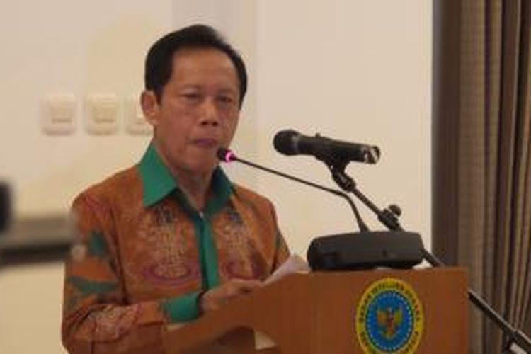 Kepala Badan Intelijen Negara Sutiyoso menyampaikan pengantar dalam pertemuan dengan pejabat Polri dan TNI di rumah dinasnya, Kuningan, Jakarta Selatan, Kamis (23/7/2015). Pertemuan itu membahas penangangan kerusuhan di Kabupaten Tolikara, Papua, pada 17 Juli 2015.