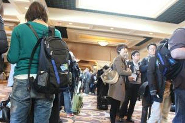 Antrian saat akan jumpa pers Panasonic Corporation di Press Day, Consumer Electronic Show (CES) di Las Vegas, Senin (6/1/2014).