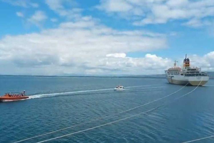 Sebanyak 587 penumpang KM Tidar dievakuasi dari atas kapal tersebut, Selasa (27/7/22021). Evakuasi ratusan penumpang kapal ini melibatkan 50 personel gabungan yang terdiri dari Polairnud Pulau Buru, Basarnas, KPLP, dan TNI/Polri setempat