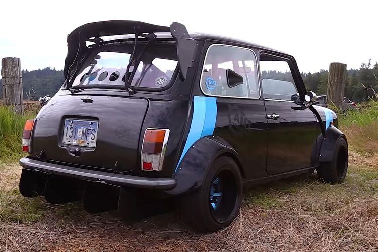 Modifikasi swap engine Morris Mini dengan Kawasaki Ninja ZX-10R