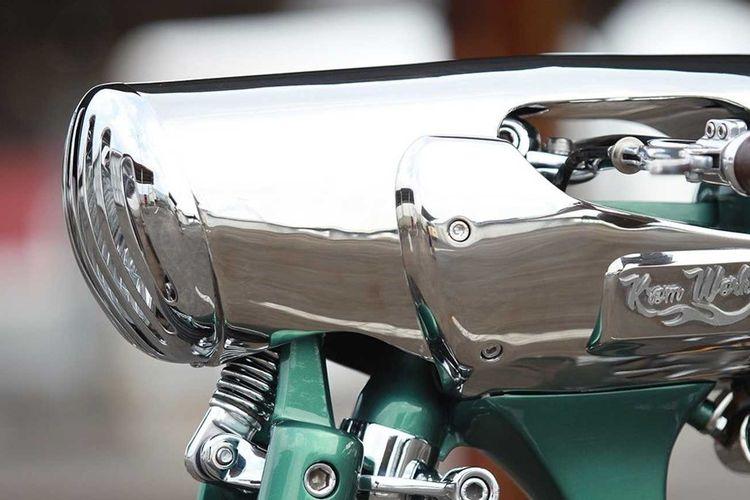 Motor custom Royal Enfield Bullet 500 bergaya board tracker garapan Kromworks