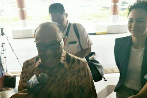 Aburizal Bakrie Jenguk Wiranto di RSPAD Gatot Soebroto