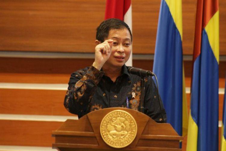 Ignasius Jonan Menteri ESDM RI yang juga alumni UNAIR saat memberikan orasi di Seminar Nasinal Kampus dan Revolusi Industri 4.0.