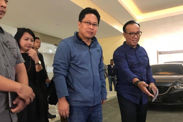 Aktivis HAM sekaligus dosen Universitas Negeri Jakarta (UNJ), Robertus Robet (jaket biru) telah dipulangkan oleh pihak kepolisian, Kamis (7/3/2019) sore.