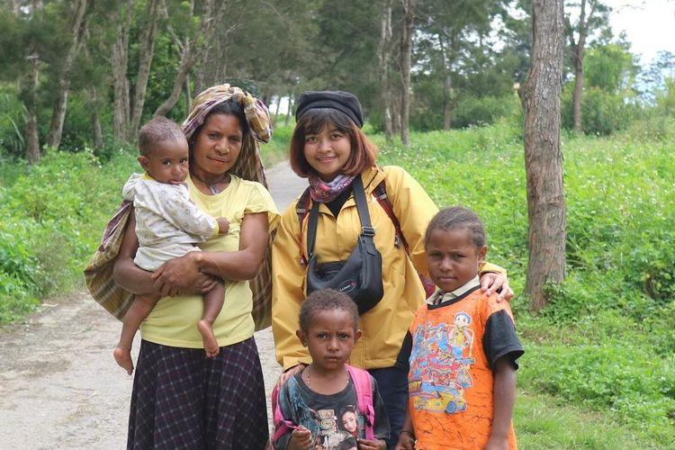 Intan Andaru, dokter sekaligus penulis novel saat bertugas di Asmat, Papua