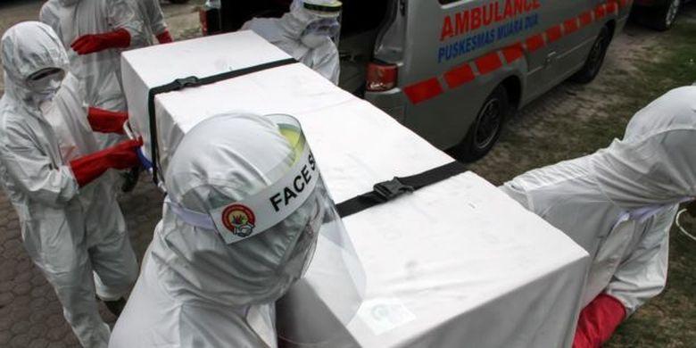 Menurut data pemerintah, hingga 11 Juni tercatat 2.000 orang meninggal karena Covid-19