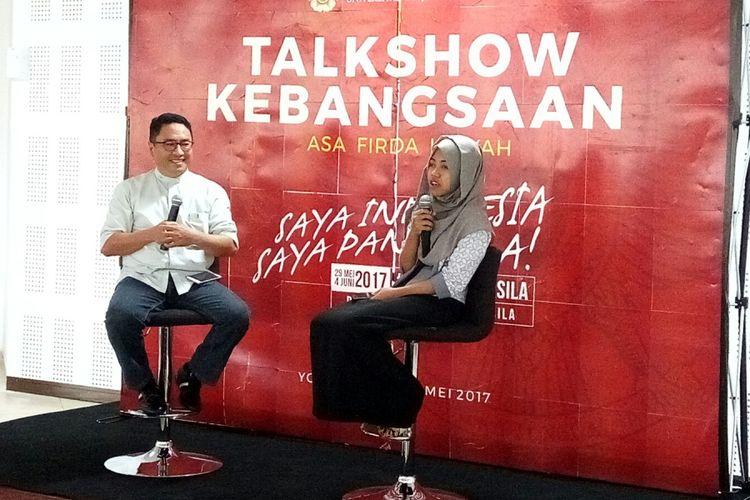 Asa Firda Nihaya, pemilik akun Afi Nihaya Faradisa,  saat menjadi pembicara dalam acara Talkshow Kebangsaan bertajuk Saya Indonesia, Saya Pancasila di Auditorium Lt. 4 Fisipol UGM