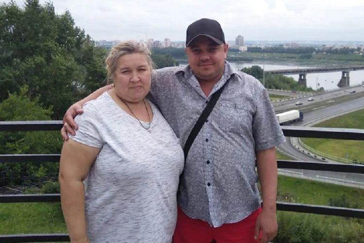 Tatyana O bersama suaminya, Aidar. Tatyana dituding membunuh suami dengan cara menduduki lehernya hingga tewas.