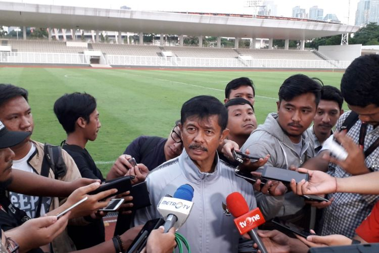 Pelatih timnas U-23 Indonesia, Indra Sjafri saat ditemui usai sesi latihan perdana di Stadion Madya, Kompeks GBK, Jakarta, Senin (4/3/2019).