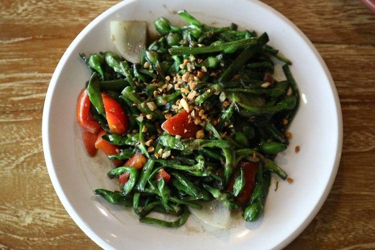 sayur genjer dengan tumis bumbu tauco dari Rumah Makan Tekko