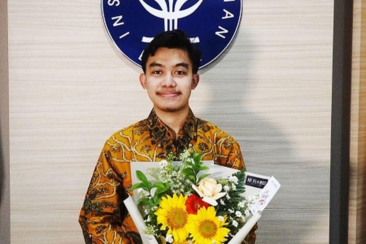 R Imam Nuryaman, Mahasiswa IPB University dari Departemen Sains Komunikasi dan Pengembangan Masyarakat berhasil terpilih menjadi Juara 2 Mahasiswa Berprestasi tingkat Nasional kategori Sarjana.