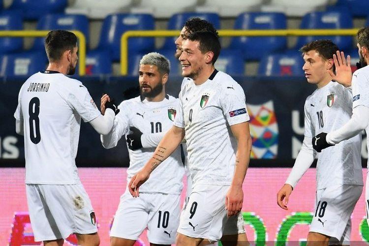 Ekspresi striker Italia Andrea Belotti (nomor 9) usai mencetak gol ke gawang Bosnia-Herzgovina pada laga matchday enam UEFA Nations League 2020-2021 di Stadion Grbavica, Rabu (18/11/2020) atau Kamis dini hari WIB.