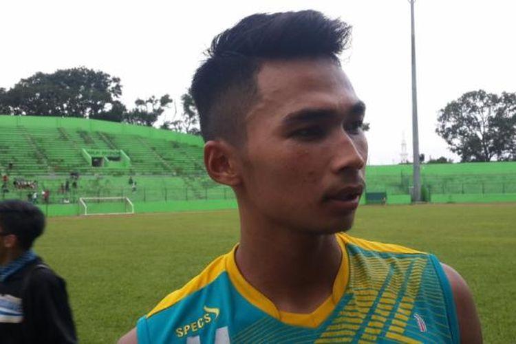 Pemain belakang Arema FC Bagas Adi Nugroho usai menjalani latihan di Stadion Gajayana, Kota Malang, Rabu (8/3/2017)