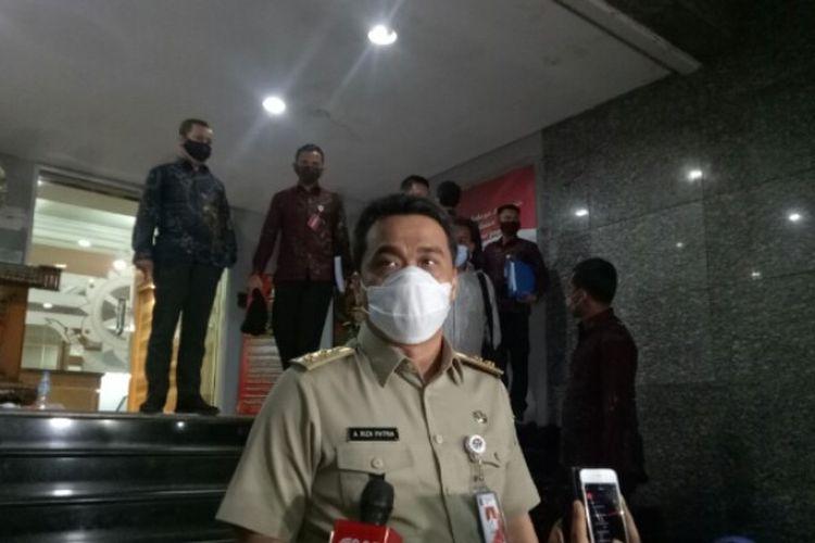 Wakil Gubernur DKI Jakarta, Ahmad Riza Patria telah selesai memenuhi panggilan Polda Metro Jaya terkait pelanggaran protokol kesehatan di acara pimpinan ormas Rizieq Shihab. Pemeriksaan itu berlangsung di Polda Metro Jaya, Senin (23/11/2020).