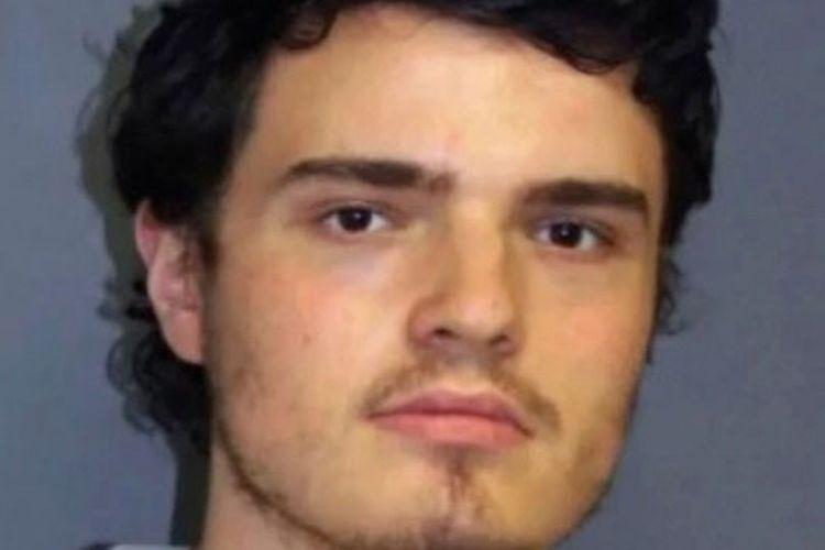 Peter Manfredonia (23) membunuh 2 orang usai diputus pacarnya karena memiliki pedang samurai.