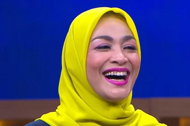 Presenter Dewi Hughes saat tampil di tayangan Ini Baru Empat Mata di Trans 7.
