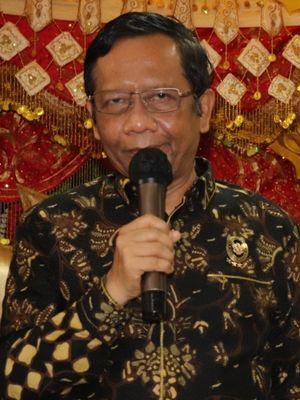 Menko Polhukam Mahfud MD bersama Gubernur Sumbar Irwan Prayitno di Padang, Rabu.(16/9/2020)