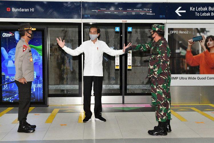 Presiden Joko Widodo meninjau kesiapan Stasiun MRT Bundaran HI  di saat new normal kala pandemi Covid-19