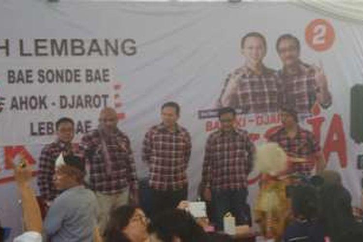 Cagub DKI Jakarta Basuki Tjahaja Purnama dan cawagub DKI Djarot Saiful Hidayat terima dukungan dari FP NTT di Rumah Lembang, Menteng, Sabtu (26/11/2016).