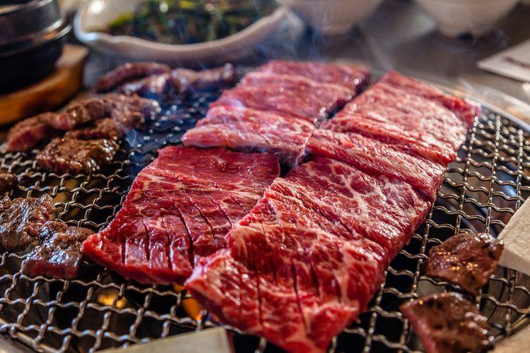 Ilustrasi kuliner Korea : BBQ daging sapi khas Korea (bulgogi).