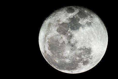 Rahasia Alam Semesta: Apakah Bulan juga Termasuk Planet?