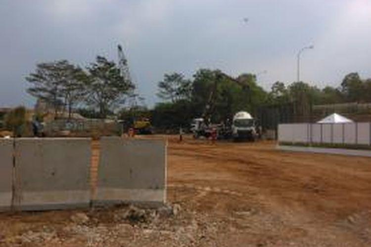 Konddisi aktual lahan bakal Jalan Tol Cimanggis-Cibitung, Jumat (2/10/2015). Ruas jalan tol ini diyakini mampu mengurai kemacetan yang selama ini terjadi setiap hari di Jalan Transyogi dan Jalan Raya Cileungsi-Jonggol.