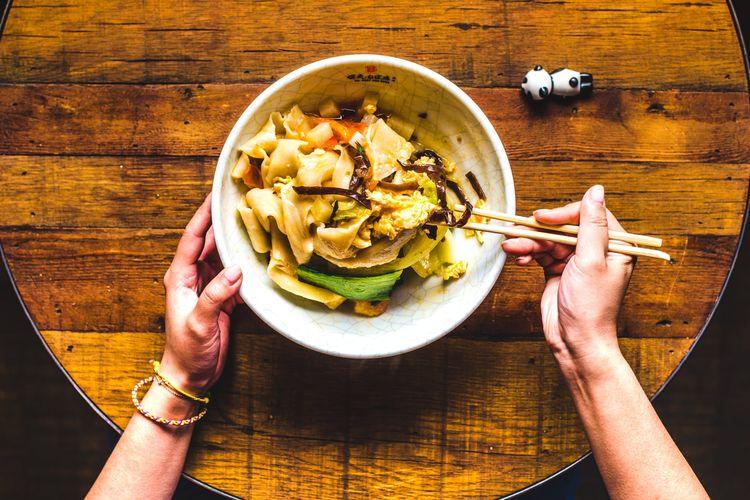 Sajian mi biangbiang khas Xian, China.