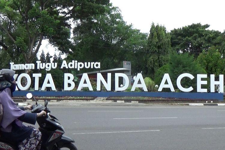 Kota Banda Aceh masuk dalam wilayah PPKM dengan Pngetatan. Status ini ditetapkan Pemerintah pada pengumuman 43 kota di Indonesia masuk dalam wilayan PPKM dngan Pengetatan diluar Jawa dan Bali.******