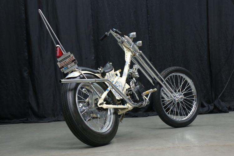 5eb993647ca28 - Honda Grand Choppy Cub ini Dibalut dengan Lukisan Bali