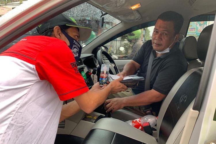 Toyota Sienta Community Indonesia (Tosca) melakukan kegiatan penyemprotan cairan disinfektan pada angkutan umum