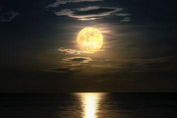 [Glosarium Astronomi] Istilah Bulan, dari Bungkuk hingga Biru