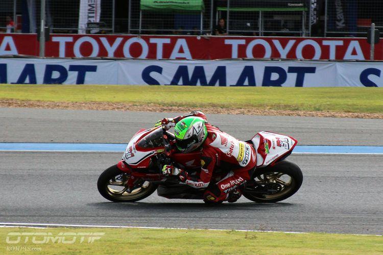 Pebalap Astra Honda Racing Team (AHRT) Gerry Salim di kualifikasi Asia Road Racing Championship (ARRC) kelas AP250 yang digelar di Chang International Circuit, Buriram, Thailand, Jumat (1/12/2017).