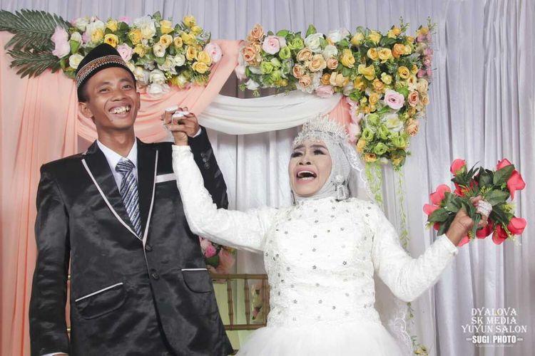foto pernikahan Mbah Gambreng dan Ardi Waras