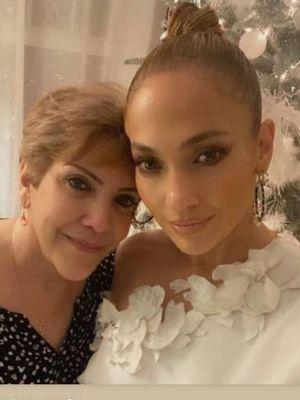 J.Lo berfoto bersama ibunya, Guadalupe.