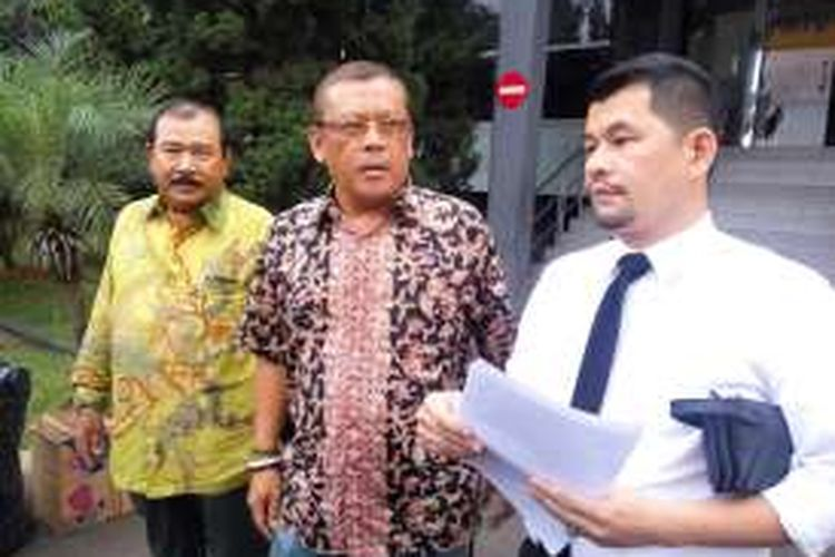 Praktisi hukum, Eggi Sudjana seusai membuat laporan polisi di Mapolda Metro Jaya, Selasa (6/12/2016).