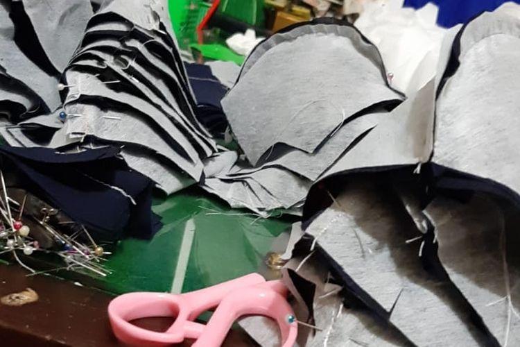 Produksi masker dari  Ni Luh Putu Santika Dewi di Bangli.