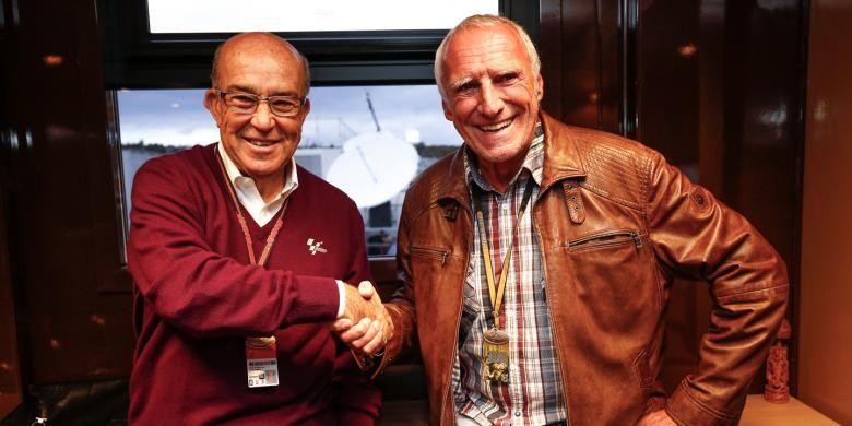 Bos perusahaan minuman Red Bull Dietrich Mateschitz (kanan) dan CEO Dorna Sports Carmelo Ezpelata.