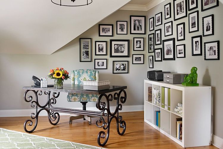 Home office di sudut ruangan
