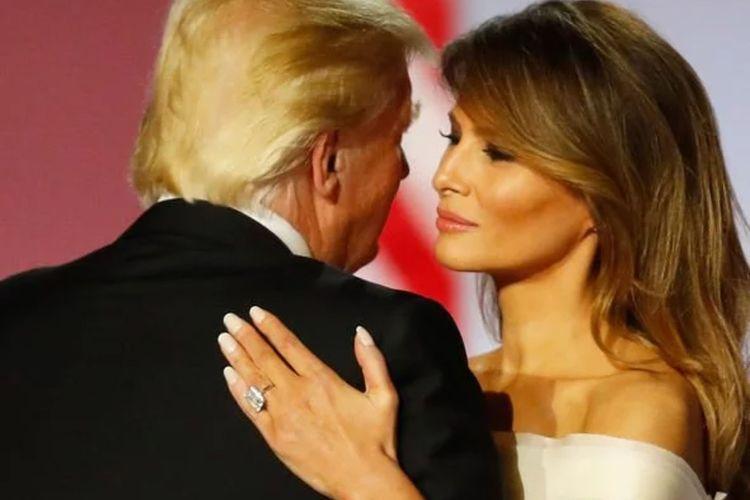 Melania menanggalkan cincin pertama yang diberikan suaminya Donald Trump untuk digantikan dengan cincin baru yang diberikan sebagai hadiah pernikahan mereka yang ke-10.