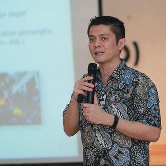 Wikipediawan pecinta bahasa Indonesia, Ivan Lanin.