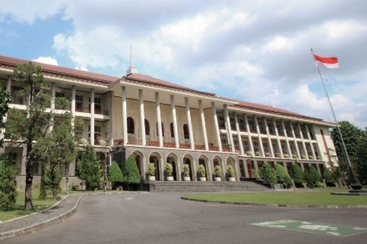 Universitas Gadjah Mada (UGM) Yogyakarta melakukan pendataan bagi pegawainya yang menerima vaksin Covid-19 tahap II.
