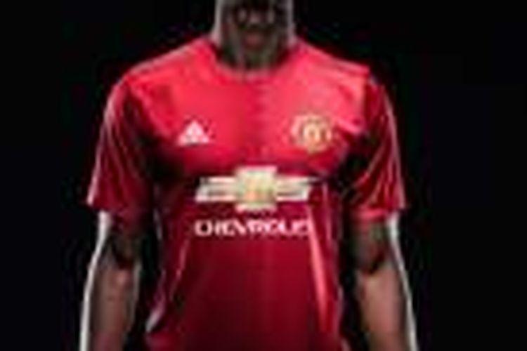 Paul Pogba resmi berseragam Manchester United, Senin (8/8/2016).
