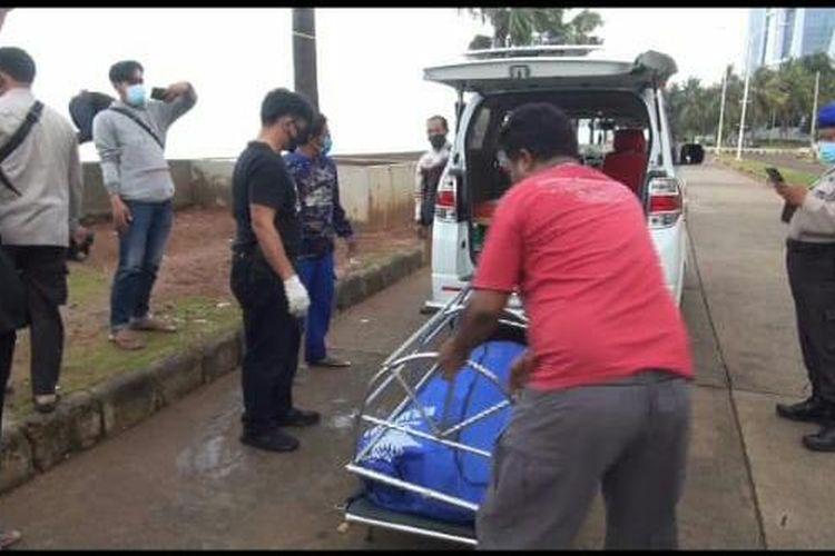 Sesosok mayat laki-laki ditemukan di Pantai Mutiara, Penjaringan, Jakarta Utara pada Selasa (8/12/2020) subuh, diduga pemancing yang hilang.