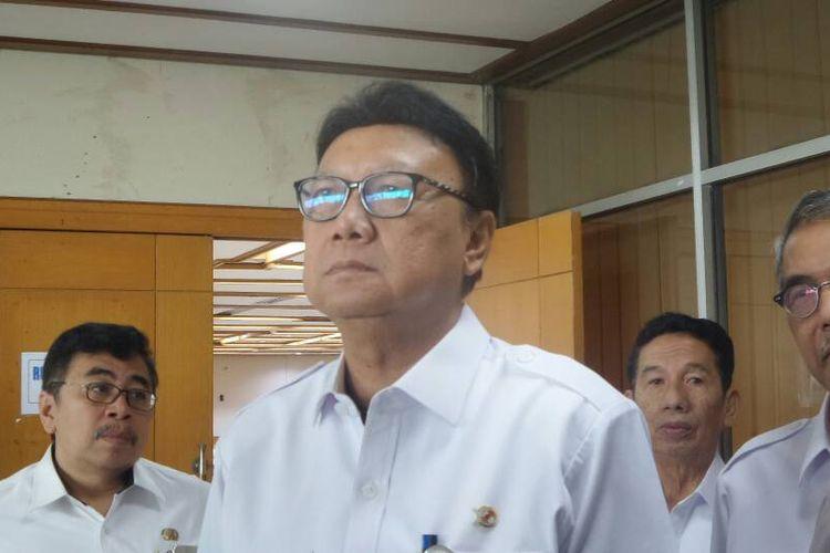 Menteri Dalam Negeri Tjahjo Kumolo di Kompleks Parlemen, Senayan, Jakarta, Rabu (14/6/2017(.